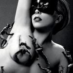 レディー・ガガ、自身初の香水「FAME(フェイム)」の広告でヌードを披露!
