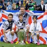 ベッカム、MLSカップ優勝!3人の息子と記念撮影