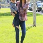 ミランダ・カー、息子のフリン君と公園にて