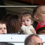 ヴィクトリア・ベッカム、子供達と父ベッカムのサッカー試合を応援に!