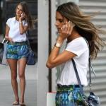 アレッサンドラ・アンブロジオ、白Tシャツに柄ショートパンツでお出かけ