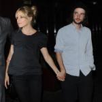 シエナ・ミラー、パートナーで俳優のトム・スターリッジと深夜デート