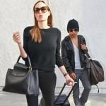 アンジェリーナ・ジョリー、オールブラックファッションで長男のマドックス君と空港へ