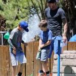 デビッド・ベッカム、息子達とゴルフゲームを楽しむ
