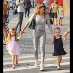 サラ・ジェシカ・パーカー、双子の娘タビサちゃん&マリオンちゃんと学校へ