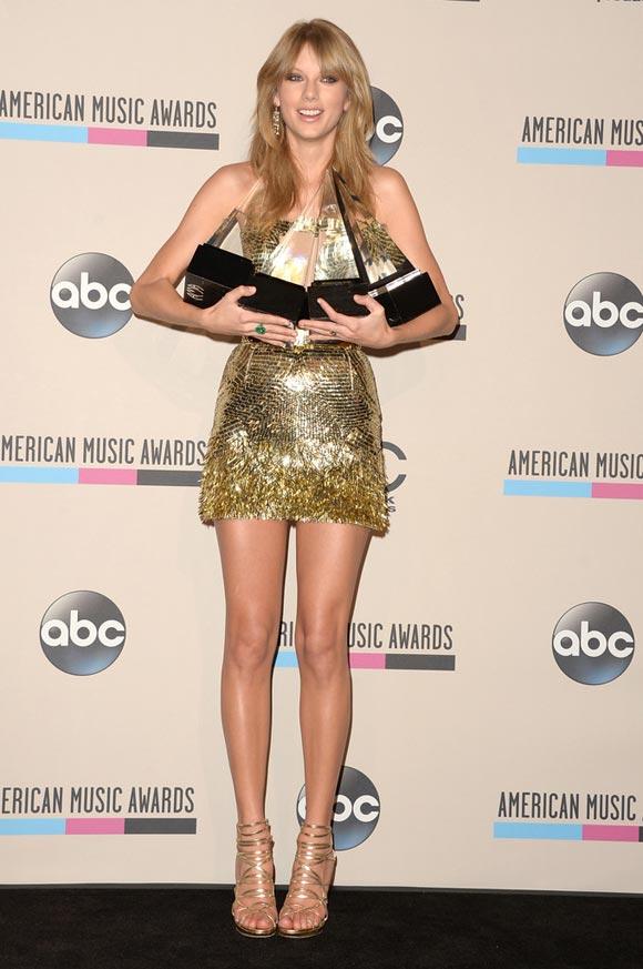 Taylor-Swift-AMA2013-2