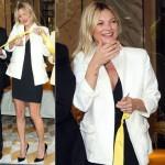 ケイト・モス、白ジャケット×黒ワンピースでイベントに出席