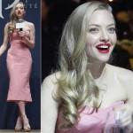 アマンダ・サイフリッド、ピンクのベアトップドレスに真っ赤のリップでパーディに登場