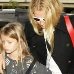 グウィネス・パルトロー、娘アップルちゃんと空港へ