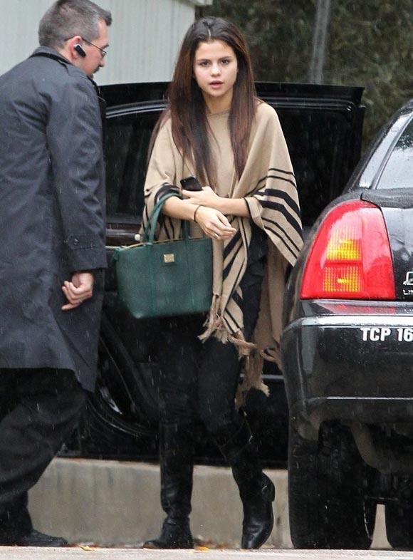 Selena-Gomez20131219-1