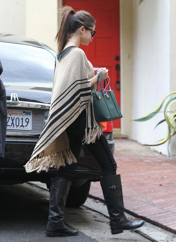 Selena-Gomez20131219-3