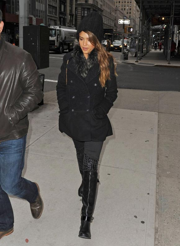 Jessica-Alba-Late Night-with-Jimmy-Fallon4