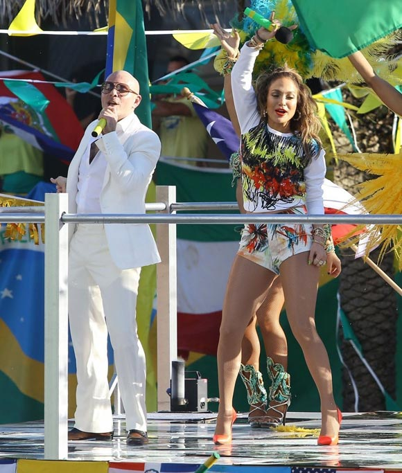 Jennifer-Lopez-Pitbull-FIFA-World-Cup-MV-03