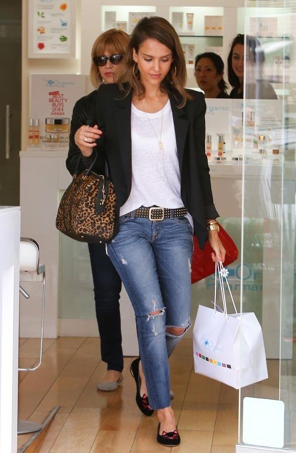 Jessica-Alba-Shopping-01