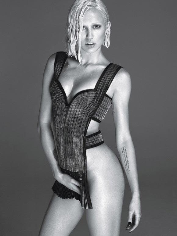 Miley-Cyrus-W-01
