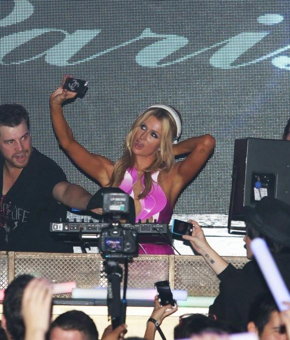 Paris-Hilton-DJs-Birthday-01