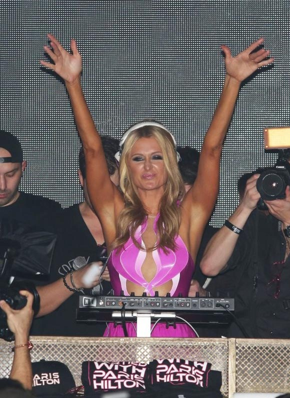 Paris-Hilton-DJs-Birthday-02