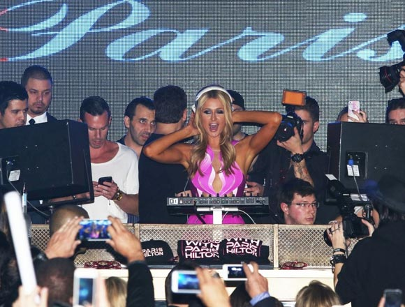Paris-Hilton-DJs-Birthday-03