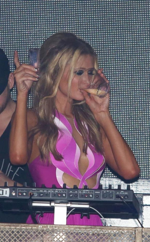 Paris-Hilton-DJs-Birthday-04