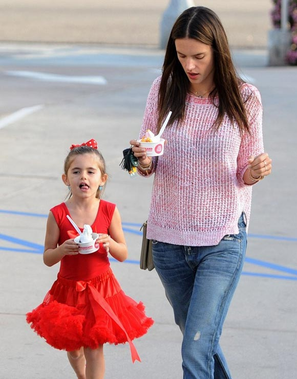 Alessandra-Ambrosio-Daughter-Anja-03