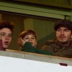 デビッド・ベッカム、息子たちとサッカー観戦