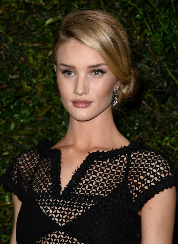 Rosie-Huntington-Whiteley-Chanel-02