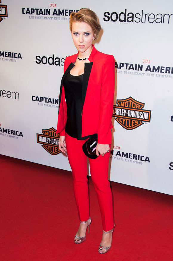 Scarlett-Johansson--Captain-America-01