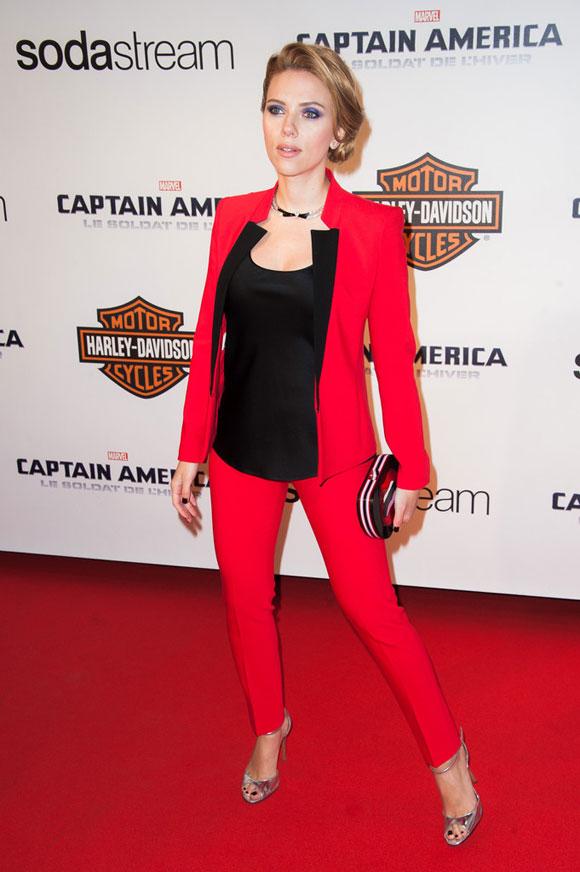 Scarlett-Johansson--Captain-America-02