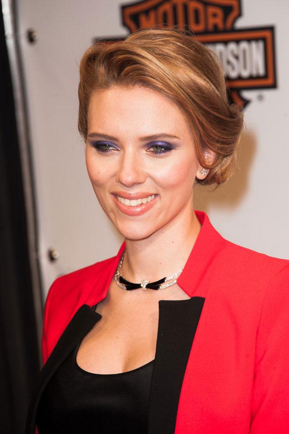Scarlett-Johansson--Captain-America-03