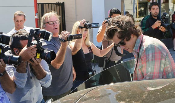 harry-styles-lunches-LA-04
