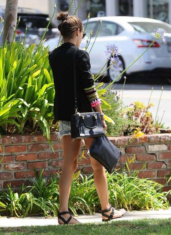 Alessandra-Ambrosio-2014-outfits-02