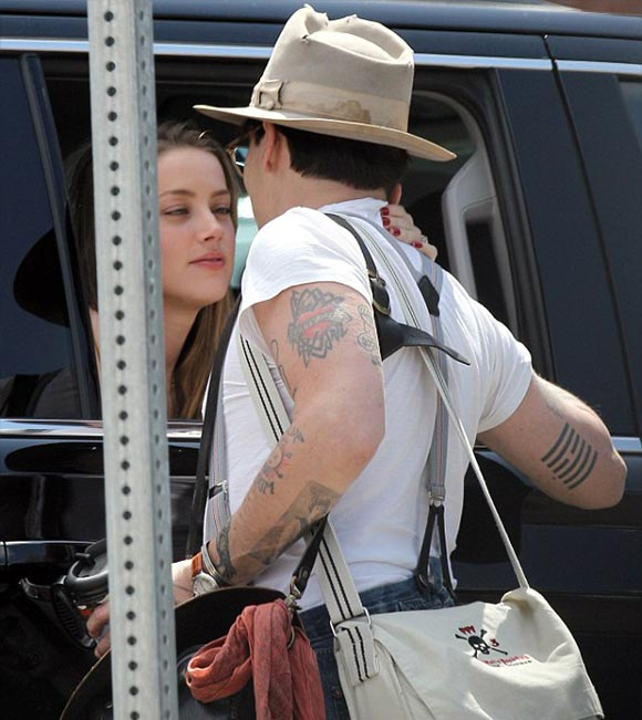 Johnny-Depp-kiss-Amber-Heard-02