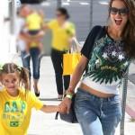 アレッサンドラ・アンブロジオ、娘とワールドカップ開幕戦を観戦!ブラジルviva!