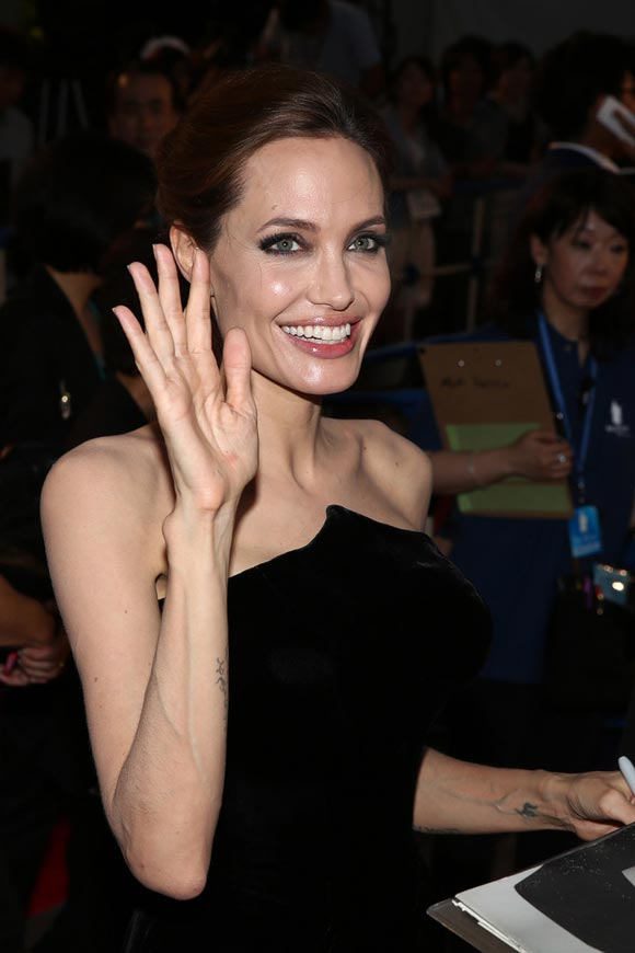 Angelina-Jolie-Maleficent-japan-03
