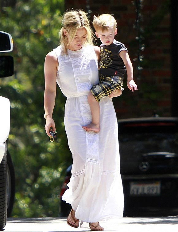 Hilary-Duff-outfit-Luca-2014-02
