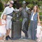 ジェシカ・アルバ、長女オナーちゃんの6歳誕生日に家族揃ってディズニーランド!