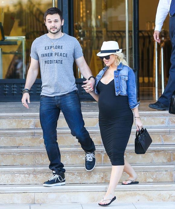 Pregnant-Christina-Aguilera-Matt-Rutler-2014-02