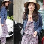 ジョージ・クルーニーの婚約者アマル・アラムディン、花柄ジャンプスーツ×デニムジャケットでショッピングへ