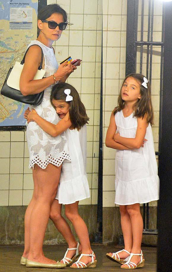 Katie-Holmes-suri-crus-outfit-2014-05
