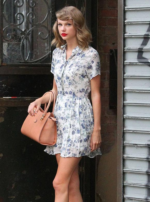Taylor-Swift-floral-outfit-2014-01