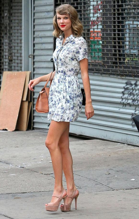 Taylor-Swift-floral-outfit-2014-02