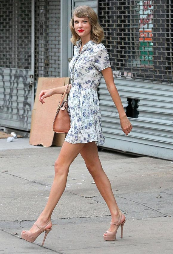 Taylor-Swift-floral-outfit-2014-03