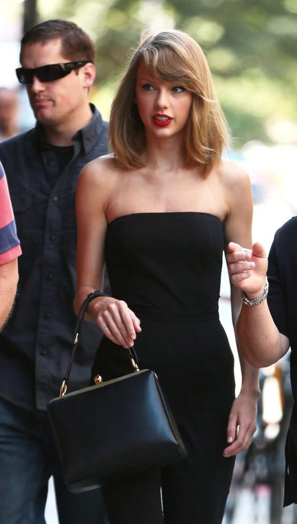 Taylor-Swift-jumper-outfit-2014-01