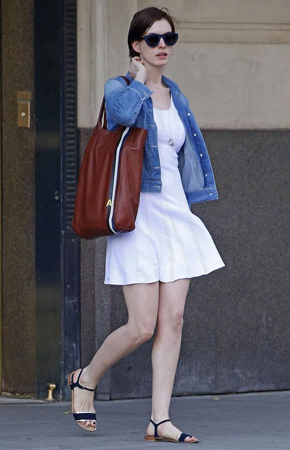 anne-hathaway-outfit-2014-01