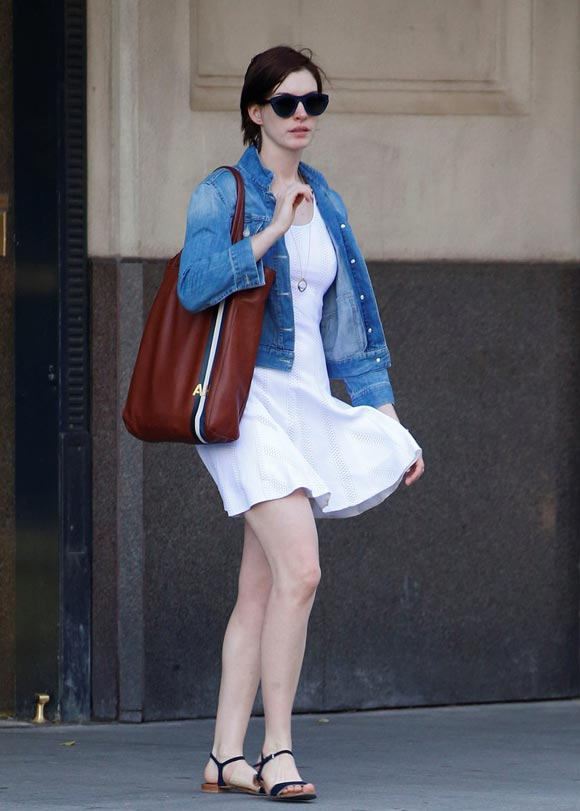anne-hathaway-outfit-2014-02