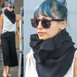 ニコール・リッチー、黒のストールをカッコ良く巻いて空港へ  #私服 #ファッション
