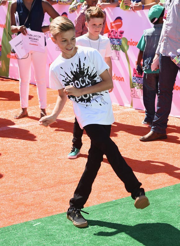 romeo-beckham-cruz-beckham-Nickelodeon-Kids-Choice-2014-02