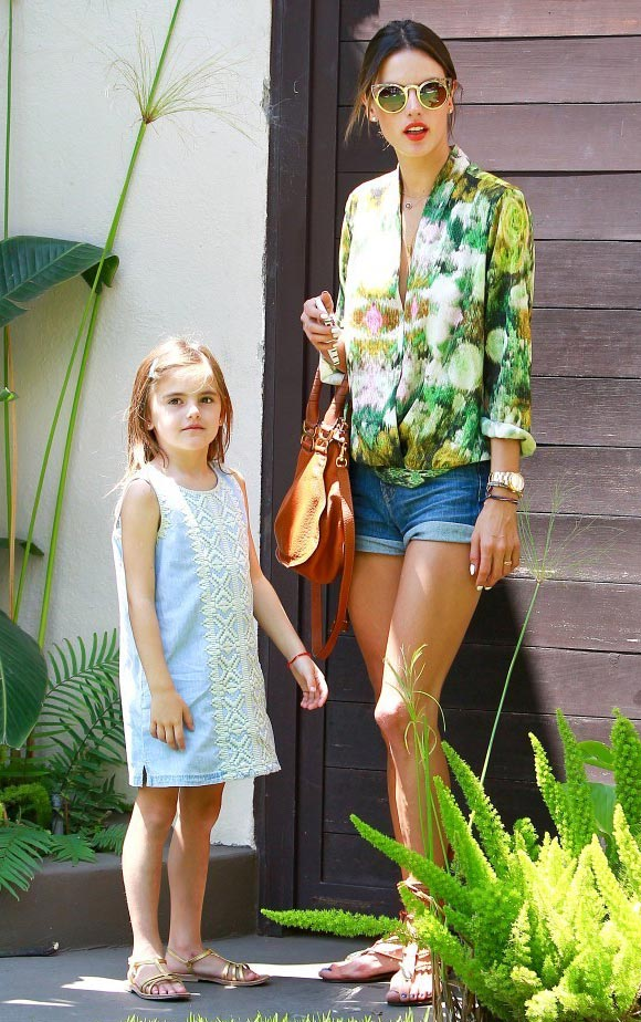 Alessandra-Ambrosio-daughter-Anja-2014-01