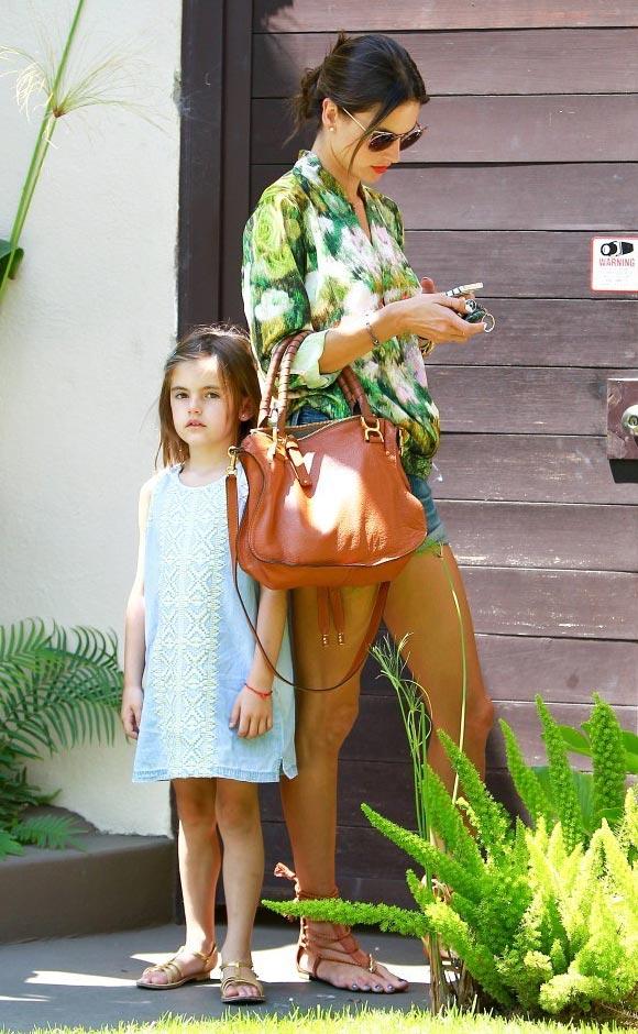 Alessandra-Ambrosio-daughter-Anja-2014-02
