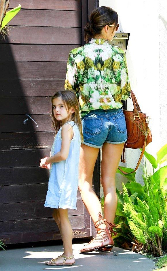 Alessandra-Ambrosio-daughter-Anja-2014-03